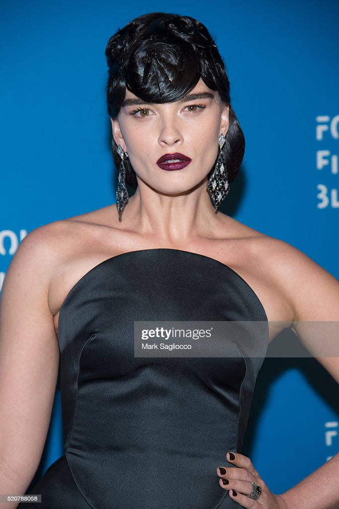 Model <a gi-track='captionPersonalityLinkClicked' href=/galleries/search?phrase=Crystal+Renn&family=editorial&specificpeople=2216376 ng-click='$event.stopPropagation()'>Crystal Renn</a> attends the 2016 Foundation Fighting Blindness World Gala at Cipriani Downtown on April 12, 2016 in New York City.