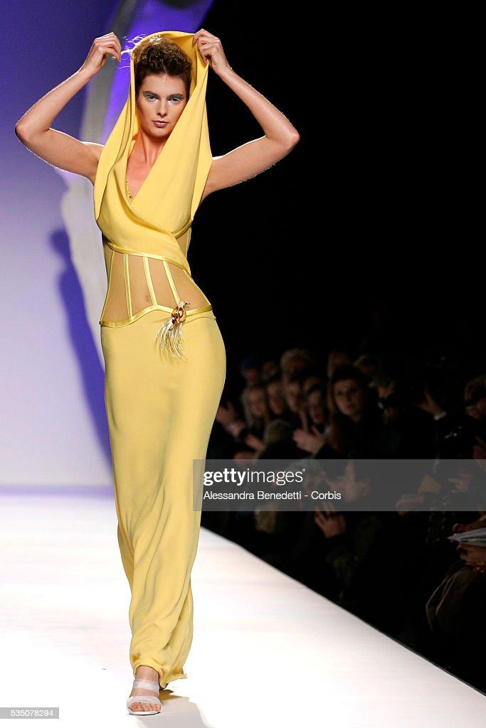 A model displays a creation by italian fashion designer - Mobeldesigner italien ...
