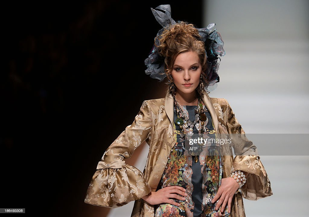 A model displays a creation by Russian designer Slava Zaitsev during the Russian Fashion Week in Moscow, on October 31, 2013. The Fashion Week takes place from October 25 to 31. AFP PHOTO / VASILY MAXIMOV