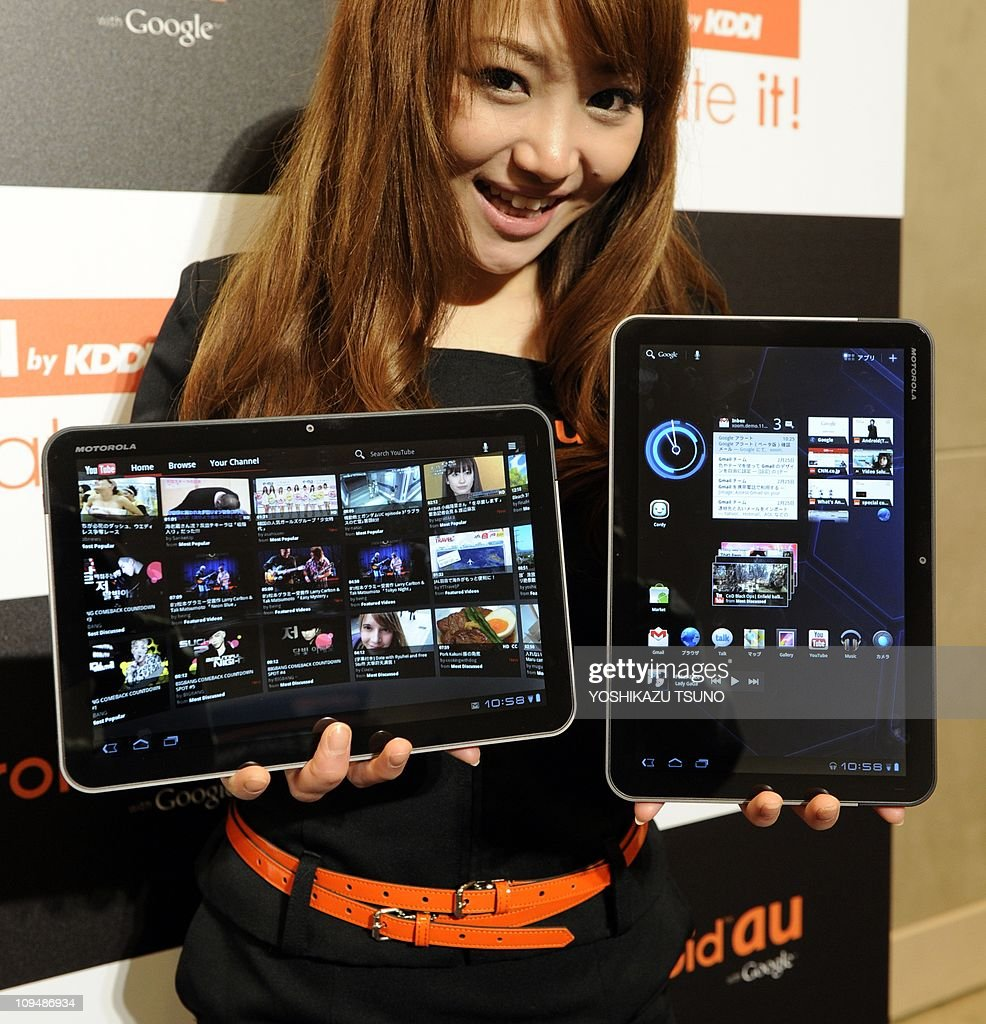 A model displays US electronics giant Motorola's tablet computer 'Xoom', which will be sold by japanese telecommunication giant KDDI, at a Tokyo hotel on February 28, 2011. The Android OS based tablet, which has 10.1-inch LCD display to show high-definition movies, will go on sale here in April. AFP PHOTO / Yoshikazu TSUNO