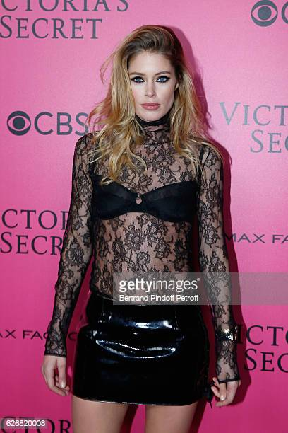 Model Doutzen Kroes attends the 2016 Victoria's Secret Fashion Show Held at Grand Palais on November 30 2016 in Paris France