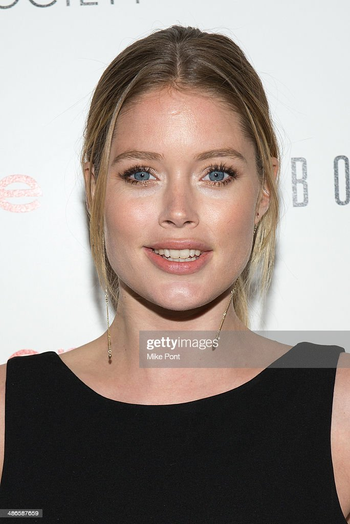 Model <a gi-track='captionPersonalityLinkClicked' href=/galleries/search?phrase=Doutzen+Kroes&family=editorial&specificpeople=859655 ng-click='$event.stopPropagation()'>Doutzen Kroes</a> attends The Cinema Society & Bobbi Brown with InStyle screening of 'The Other Woman' at The Paley Center for Media on April 24, 2014 in New York City.