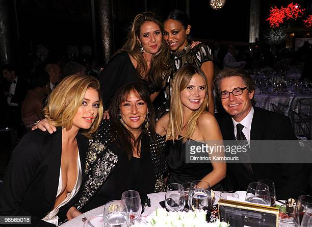 Model Doutzen Kroes Ofira Sandberg Lorraine Schwartz actress Zoe Saldana model Heidi Klum and actor Kyle MacLachlan attend the amfAR New York Gala...