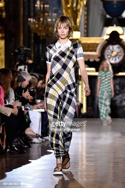 Model Edie Campbell walks the runway during the Stella McCartney show as part of the Paris Fashion Week Womenswear Spring/Summer 2016 on October 5...