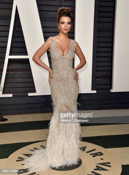 Model Emily Ratajkowski attends the 2017 Vanity Fair Oscar Party hosted by Graydon Carter at Wallis Annenberg Center for the Performing Arts on...