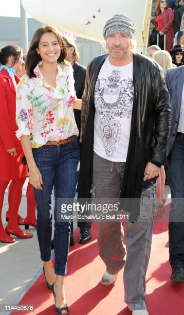 Model Emma Willis and entertainer Thomas Gottschalk arrive for the Life Ball 2011 gala at Vienna airport on May 20 2011 in Vienna Austria The 19th...