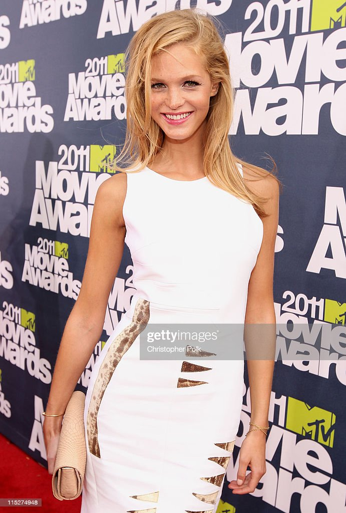 Model Erin Heatherton arrives at the 2011 MTV Movie Awards at Universal Studios' Gibson Amphitheatre on June 5, 2011 in Universal City, California.