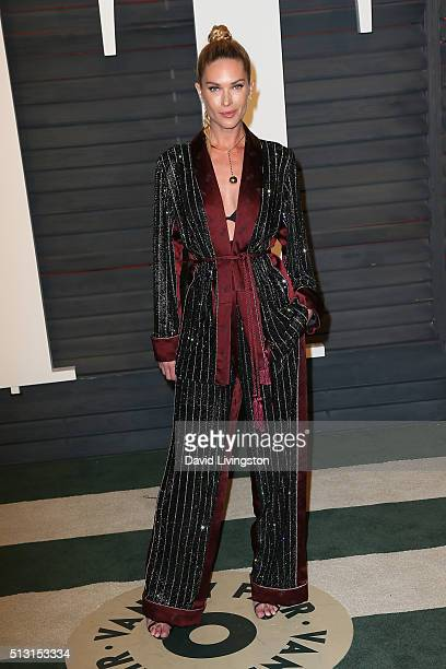 Model Erin Wasson arrives at the 2016 Vanity Fair Oscar Party Hosted by Graydon Carter at the Wallis Annenberg Center for the Performing Arts on...