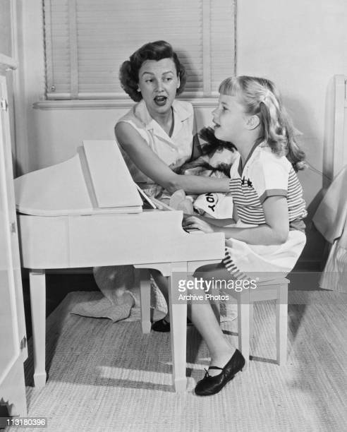 Model Frances Bergen singing with her young daughter Candice Bergen circa 1952