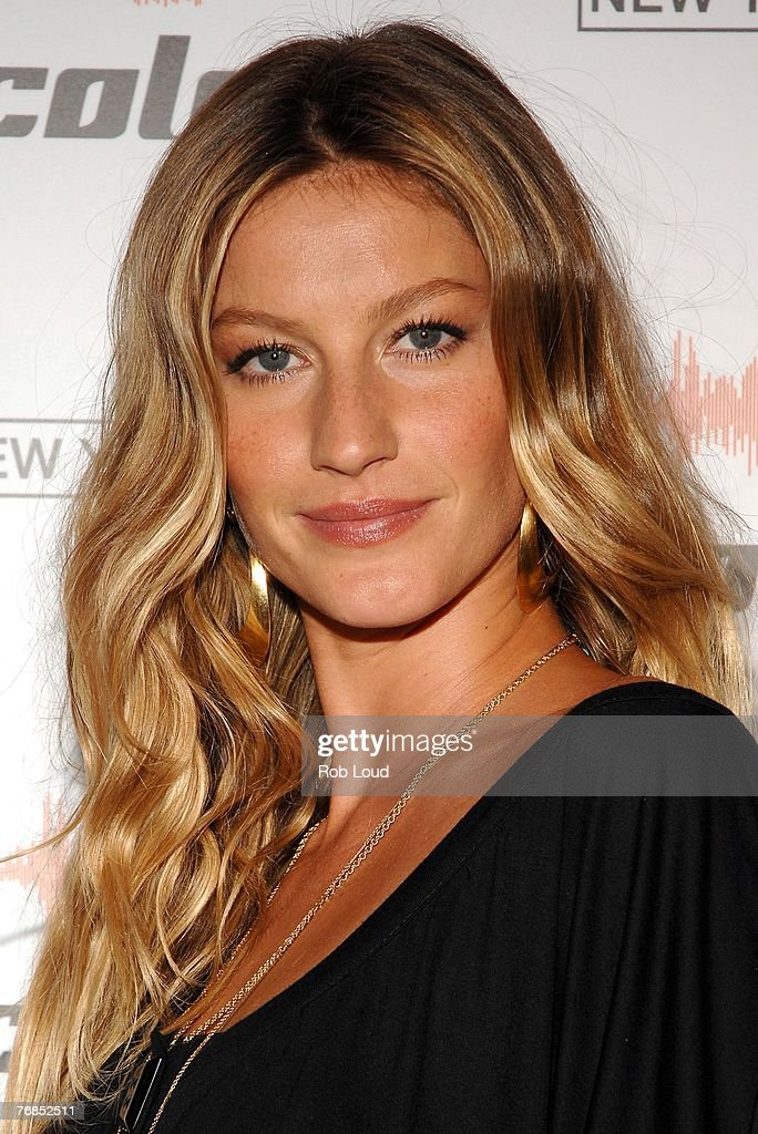 Model <a gi-track='captionPersonalityLinkClicked' href=/galleries/search?phrase=Gisele+Bundchen&family=editorial&specificpeople=201815 ng-click='$event.stopPropagation()'>Gisele Bundchen</a> arrives at the Colcci US launch event at Bathhouse Studios on September 18, 2007 in New York City.