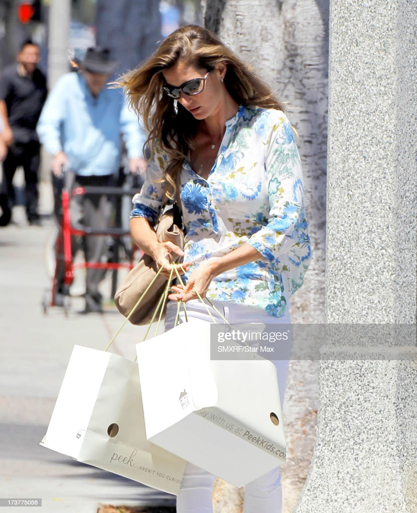 Model <a gi-track='captionPersonalityLinkClicked' href=/galleries/search?phrase=Gisele+Bundchen&family=editorial&specificpeople=201815 ng-click='$event.stopPropagation()'>Gisele Bundchen</a> as seen on July 17, 2013 in Los Angeles, California.