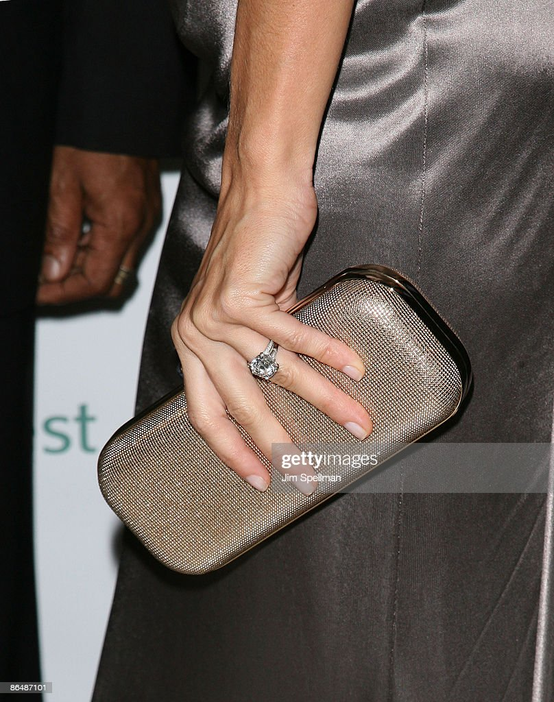 Model Gisele Bundchen (bag Detail) Attends The 2009 Rainforest Alliance  Gala At The American