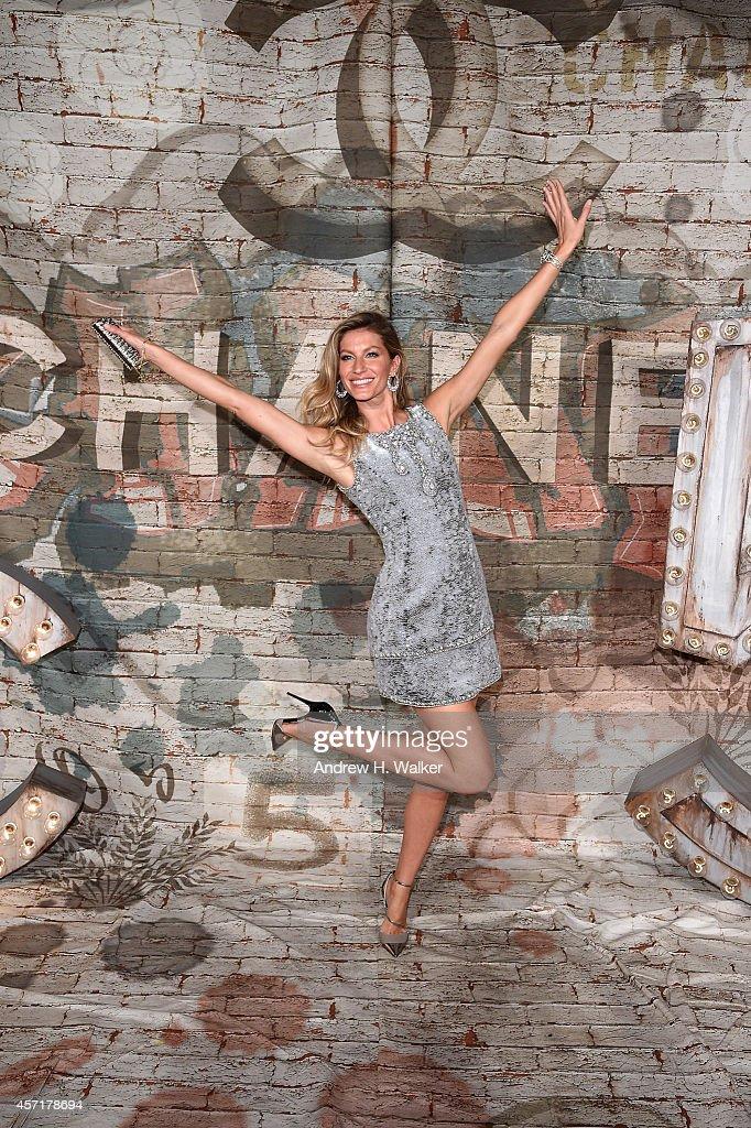 Model Gisele Bundchen attends the CHANEL Dinner Celebrating N°5 THE FILM by Baz Luhrmann on October 13 2014 in New York City