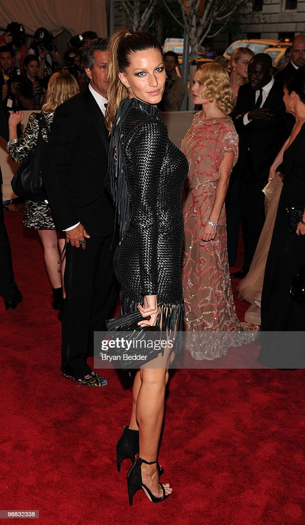 Model <a gi-track='captionPersonalityLinkClicked' href=/galleries/search?phrase=Gisele+Bundchen&family=editorial&specificpeople=201815 ng-click='$event.stopPropagation()'>Gisele Bundchen</a> attends the Metropolitan Museum of Art's 2010 Costume Institute Ball at The Metropolitan Museum of Art on May 3, 2010 in New York City.