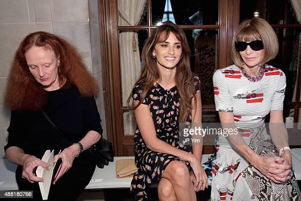 Model Grace Coddington actress Penelope Cruz and editorinchief of American Vogue Anna Wintour attend Carolina Herrera Spring 2016 during New York...