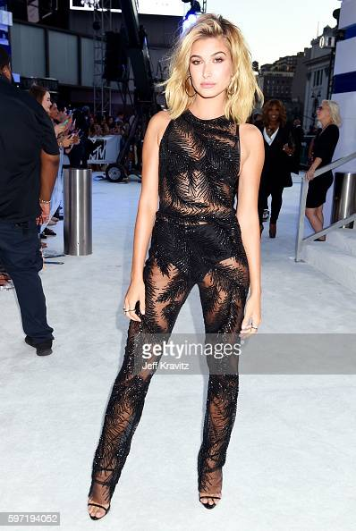 model-hailey-baldwin-attends-the-2016-mtv-video-music-awards-at-on-picture-id597194052