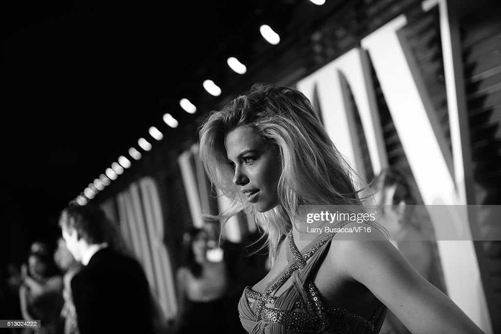 Model Hailey Clauson attends the 2016 Vanity Fair Oscar Party hosted by Graydon Carter at Wallis Annenberg Center for the Performing Arts on February 28, 2016 in Beverly Hills, California.