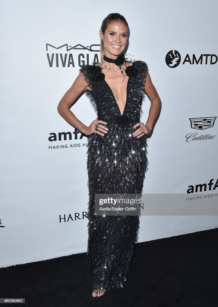 Model Heidi Klum arrives at amfAR Los Angeles 2017 at Ron Burkle's Green Acres Estate on October 13, 2017 in Beverly Hills, California.