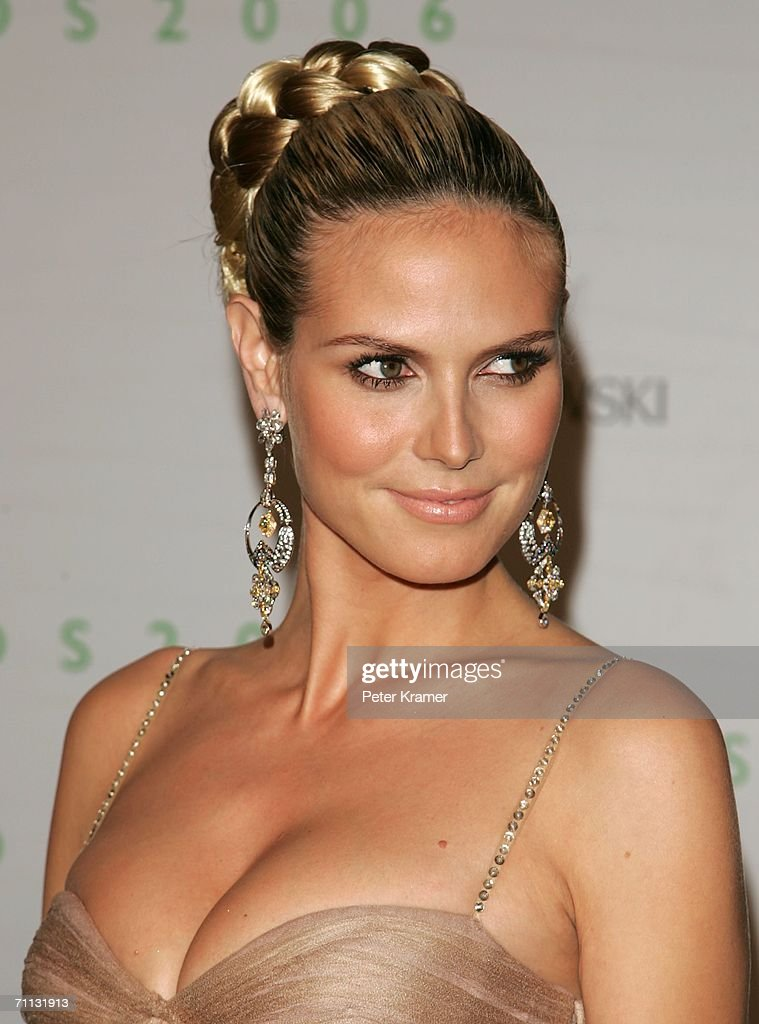 Model <a gi-track='captionPersonalityLinkClicked' href=/galleries/search?phrase=Heidi+Klum&family=editorial&specificpeople=178954 ng-click='$event.stopPropagation()'>Heidi Klum</a> attends the 2006 CFDA Awards at the New York Public Library on June 5, 2006 in New York City.