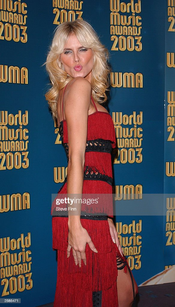 Model Heidi Klum poses backstage at the '2003 World Music Awards' at the Monte Carlo Sporting Club on October 12, 2003 in Monaco.