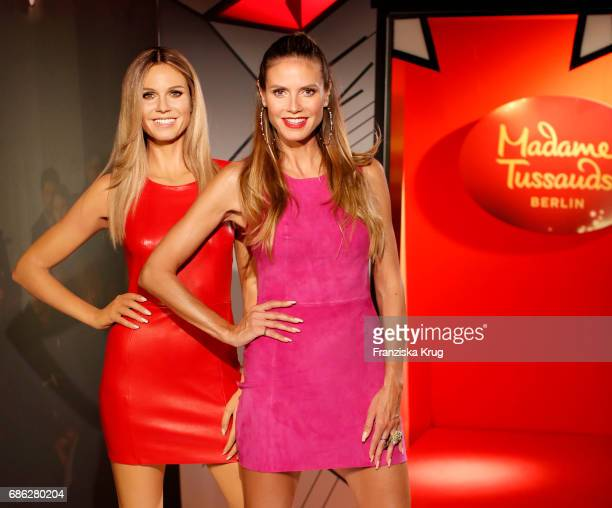 Model Heidi Klum poses next to her new wax figure at Madame Tussauds on May 21 2017 in Berlin Germany