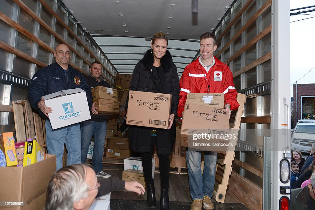 Model Heidi Klum teams up with friends at AOL, Patch and The American Red Cross to benefit Hurricane Sandy relief efforts at American Red Cross and Patch Sites on December 2, 2012 in Seaford, New York.