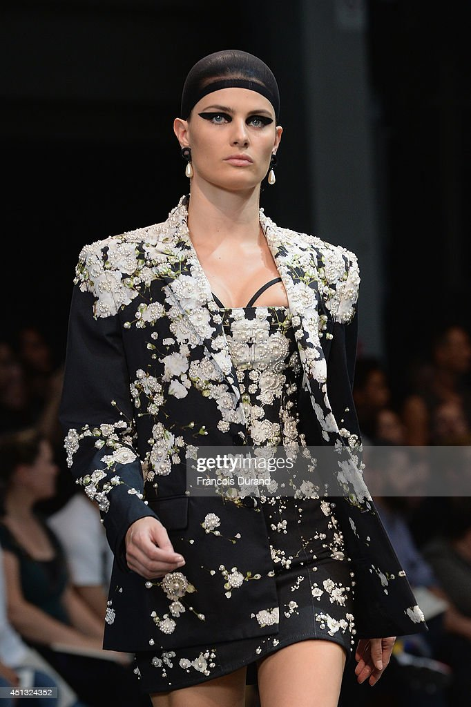 Model <a gi-track='captionPersonalityLinkClicked' href=/galleries/search?phrase=Isabeli+Fontana&family=editorial&specificpeople=220508 ng-click='$event.stopPropagation()'>Isabeli Fontana</a> the runway during the Givenchy show as part of the Paris Fashion Week Menswear Spring/Summer 2015 on June 27, 2014 in Paris, France.