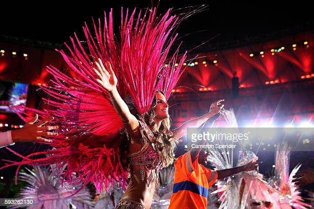 Model Izabel Goulart and Renato Sorriso dance during the Closing Ceremony on Day 16 of the Rio 2016 Olympic Games at Maracana Stadium on August 21...