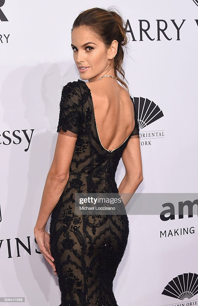 Model <a gi-track='captionPersonalityLinkClicked' href=/galleries/search?phrase=Izabel+Goulart&family=editorial&specificpeople=566749 ng-click='$event.stopPropagation()'>Izabel Goulart</a> attends the 2016 amfAR New York Gala at Cipriani Wall Street on February 10, 2016 in New York City.