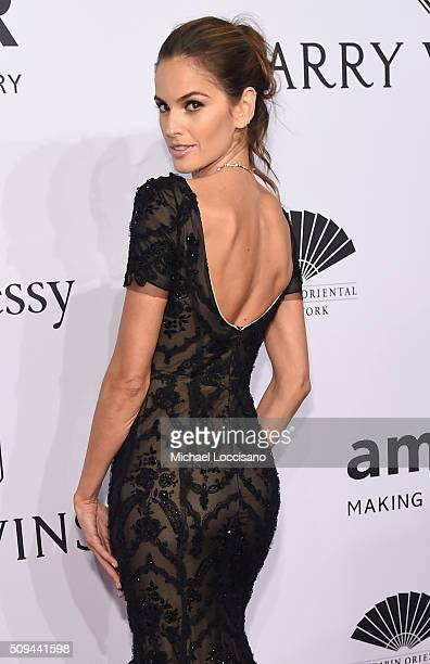 Model Izabel Goulart attends the 2016 amfAR New York Gala at Cipriani Wall Street on February 10 2016 in New York City