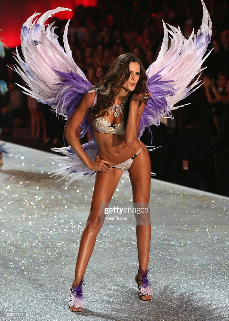 Model <a gi-track='captionPersonalityLinkClicked' href=/galleries/search?phrase=Izabel+Goulart&family=editorial&specificpeople=566749 ng-click='$event.stopPropagation()'>Izabel Goulart</a> walks the runway at the 2013 Victoria's Secret Fashion Show at Lexington Avenue Armory on November 13, 2013 in New York City.