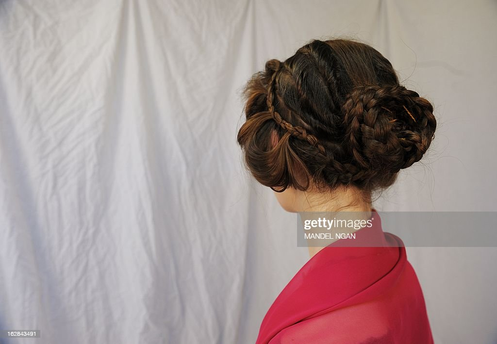 Model Jackie Rose Womelsdorf displays work by hairdresser Janet Stephens of a hairstyle worn by Roman Empress Faustina on February 25, 2013 in Baltimore, Maryland. AFP PHOTO/Mandel NGAN