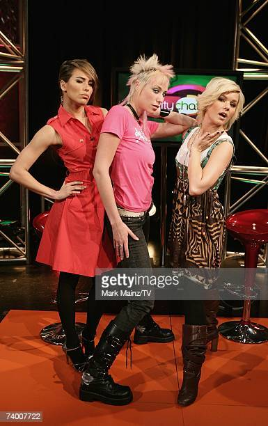 Model Jael Strauss of 'America's Next Top Model' poses with hosts Rosana Tavarez and Kimberly Caldwell on the set of 'Reality Chat' at the TV Guide...