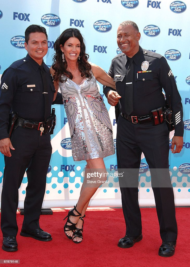 Model Janice Dickinson (C) arrives at the American Idol Season 8 Grand Finale held at Nokia Theatre L.A. Live on May 20, 2009 in Los Angeles, California.