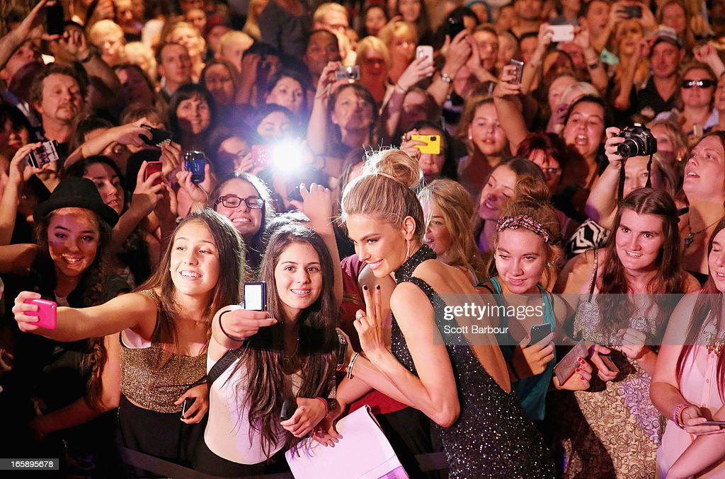 Model <a gi-track='captionPersonalityLinkClicked' href=/galleries/search?phrase=Jennifer+Hawkins&family=editorial&specificpeople=202875 ng-click='$event.stopPropagation()'>Jennifer Hawkins</a> poses for photos with fans as she arrives at the 2013 Logie Awards at the Crown on April 7, 2013 in Melbourne, Australia.