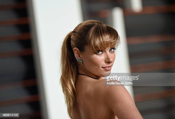 Model Jessica Hart arrives at the 2015 Vanity Fair Oscar Party Hosted By Graydon Carter at Wallis Annenberg Center for the Performing Arts on...