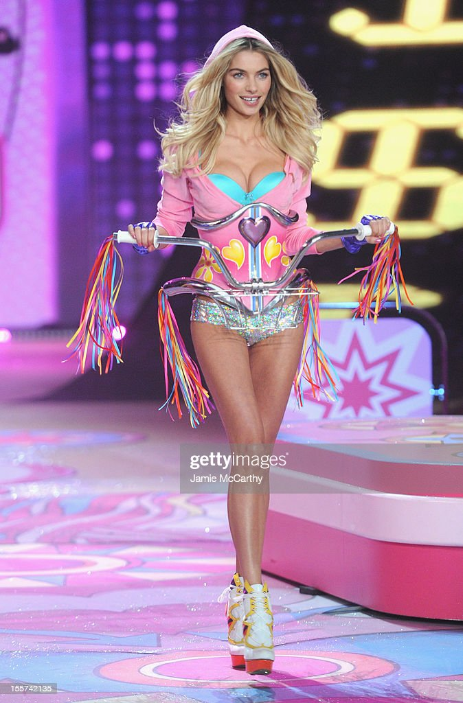 Model Jessica Hart walks the runway during the 2012 Victoria's Secret Fashion Show at the Lexington Avenue Armory on November 7, 2012 in New York City.