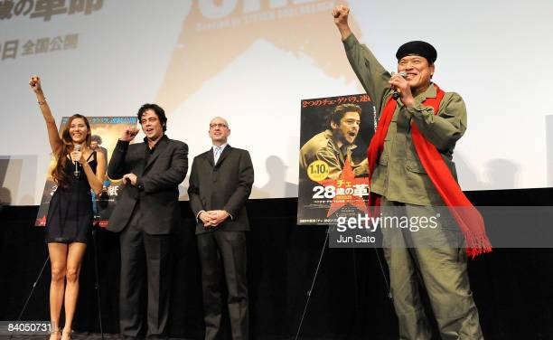 Model Jessica Michibata actor Benicio del Toro director Steven Soderbergh and professional wrestler Antonio Inoki attend the 'Che' Japan Premiere at...