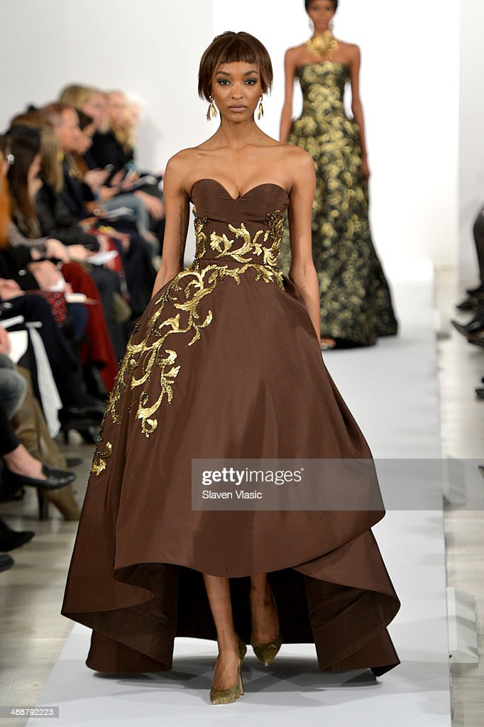 Model <a gi-track='captionPersonalityLinkClicked' href=/galleries/search?phrase=Jourdan+Dunn&family=editorial&specificpeople=4347612 ng-click='$event.stopPropagation()'>Jourdan Dunn</a> walks the runway at the Oscar De La Renta fashion show during Mercedes-Benz Fashion Week Fall 2014 on February 11, 2014 in New York City.
