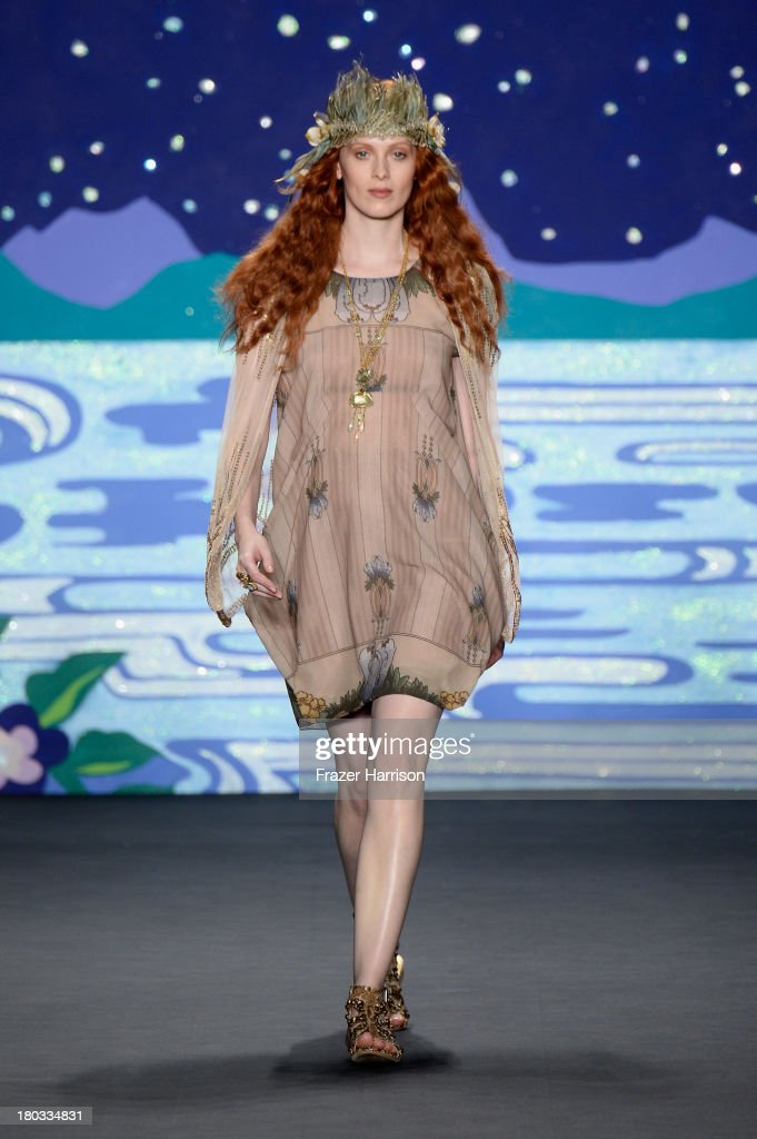 Model <a gi-track='captionPersonalityLinkClicked' href=/galleries/search?phrase=Karen+Elson&family=editorial&specificpeople=754972 ng-click='$event.stopPropagation()'>Karen Elson</a> walks the runway at the Anna Sui fashion show during Mercedes-Benz Fashion Week Spring 2014 at The Theatre at Lincoln Center on September 11, 2013 in New York City.