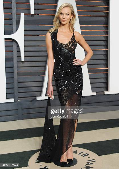 Model Karlie Kloss arrives at the 2015 Vanity Fair Oscar Party Hosted By Graydon Carter at Wallis Annenberg Center for the Performing Arts on...