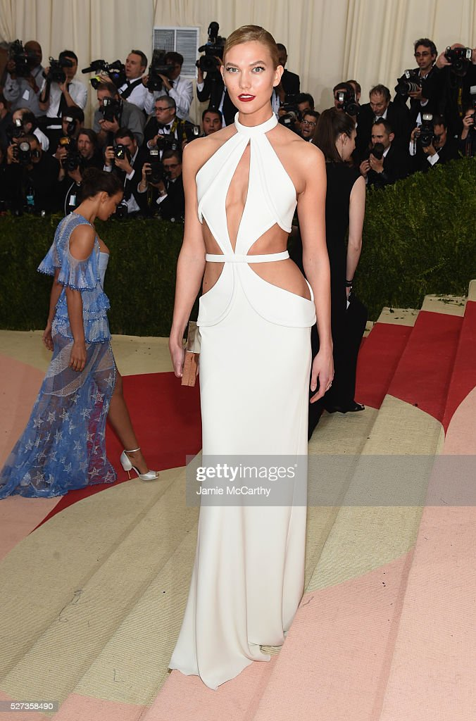 Model Karlie Kloss attends the 'Manus x Machina: Fashion In An Age Of Technology' Costume Institute Gala at Metropolitan Museum of Art on May 2, 2016 in New York City.