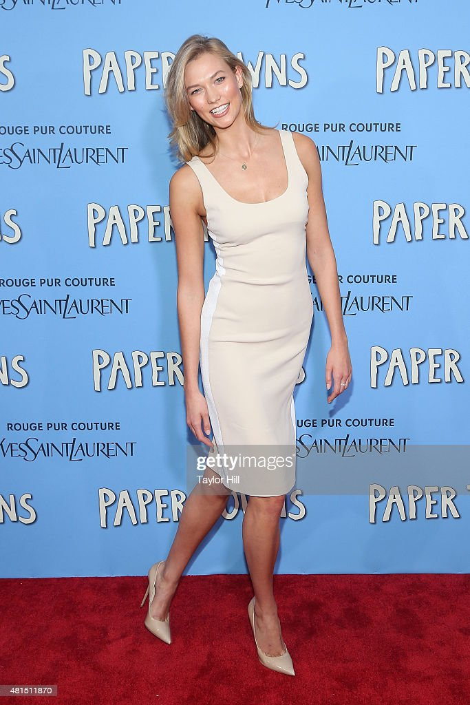 Model Karlie Kloss attends the New York City premiere of 'Paper Towns' at AMC Loews Lincoln Square on July 21, 2015 in New York City.