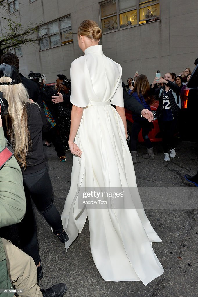 Model Karlie Kloss leaves from The Mark Hotel for the 2016 'Manus x Machina: Fashion in an Age of Technology' Met Gala on May 2, 2016 in New York City.