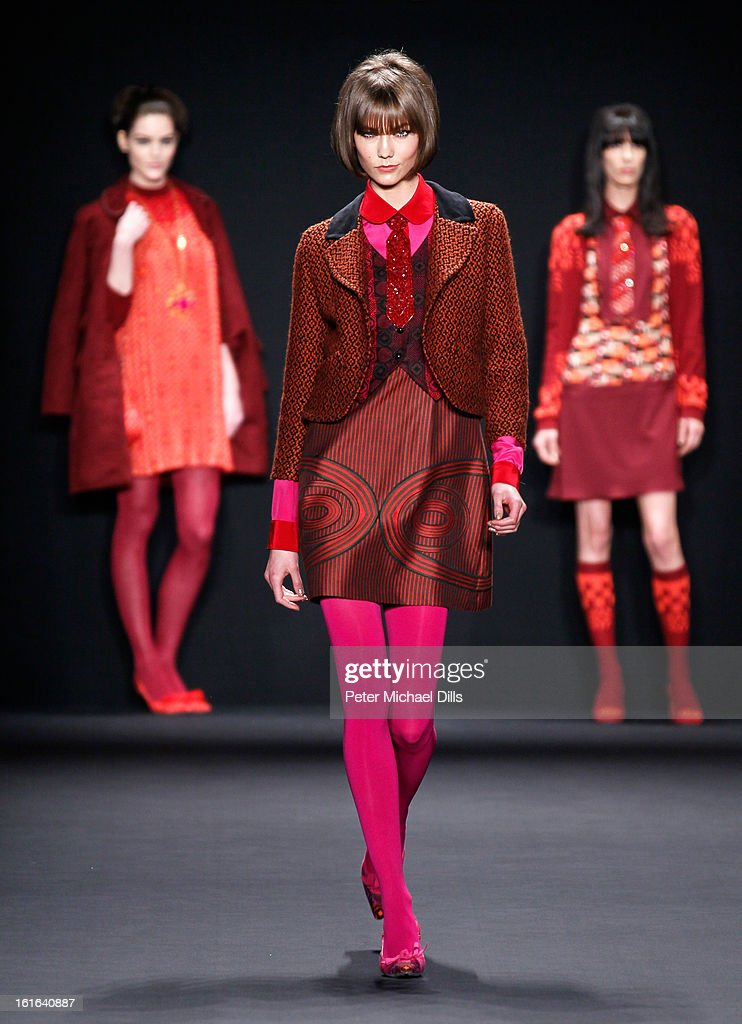 Model <a gi-track='captionPersonalityLinkClicked' href=/galleries/search?phrase=Karlie+Kloss&family=editorial&specificpeople=5555876 ng-click='$event.stopPropagation()'>Karlie Kloss</a> walks the runway at the Anna Sui Fall 2013 fashion show during Mercedes-Benz Fashion Week at The Theatre at Lincoln Center on February 13, 2013 in New York City.