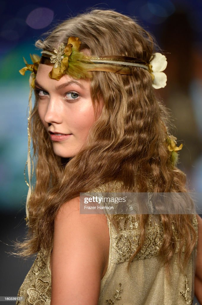 Model <a gi-track='captionPersonalityLinkClicked' href=/galleries/search?phrase=Karlie+Kloss&family=editorial&specificpeople=5555876 ng-click='$event.stopPropagation()'>Karlie Kloss</a> walks the runway at the Anna Sui fashion show during Mercedes-Benz Fashion Week Spring 2014 at The Theatre at Lincoln Center on September 11, 2013 in New York City.
