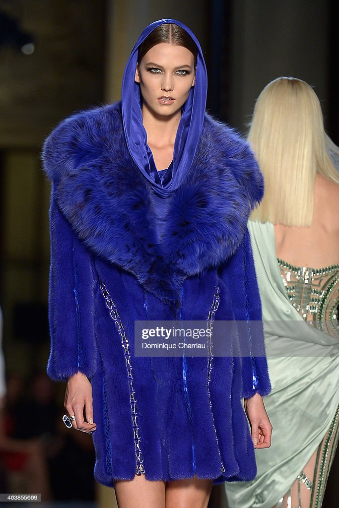 Model <a gi-track='captionPersonalityLinkClicked' href=/galleries/search?phrase=Karlie+Kloss&family=editorial&specificpeople=5555876 ng-click='$event.stopPropagation()'>Karlie Kloss</a> walks the runway during Atelier Versace show as part of Paris Fashion Week Haute-Couture Spring/Summer 2014 on January 19, 2014 in Paris, France.