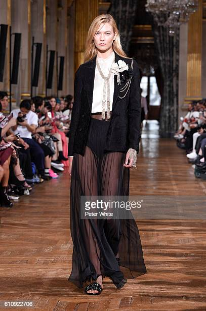 Model Karlie Kloss walks the runway during the Lanvin show as part of the Paris Fashion Week Womenswear Spring/Summer 2017 on September 28 2016 in...