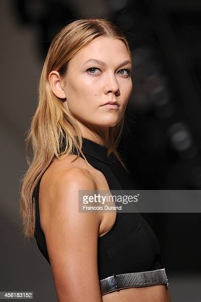 Model Karlie Kloss walks the runway during the Mugler show as part of the Paris Fashion Week Womenswear Spring/Summer 2015 on September 27 2014 in...