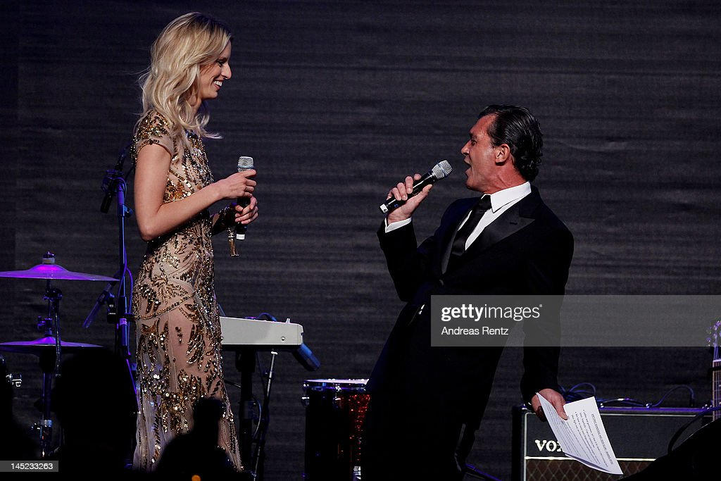 Model Karolina Kurkova and actor Antonio Banderas onstage during the 2012 amfAR's Cinema Against AIDS during the 65th Annual Cannes Film Festival at Hotel Du Cap on May 24, 2012 in Cap D'Antibes, France.